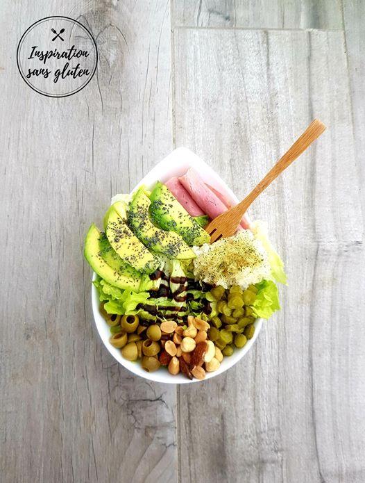 Salade flocons de riz, laitue, cornichons et avocat