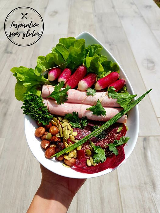 Salade betterave crue, noisettes et graines